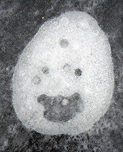 ein fröhliches Eismännchen