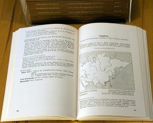 Madaus: Blick in eines der Bücher