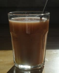Yogi-Tee mit Milch