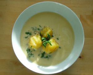 Petersilienwurzel-Suppe, nur die Essenz